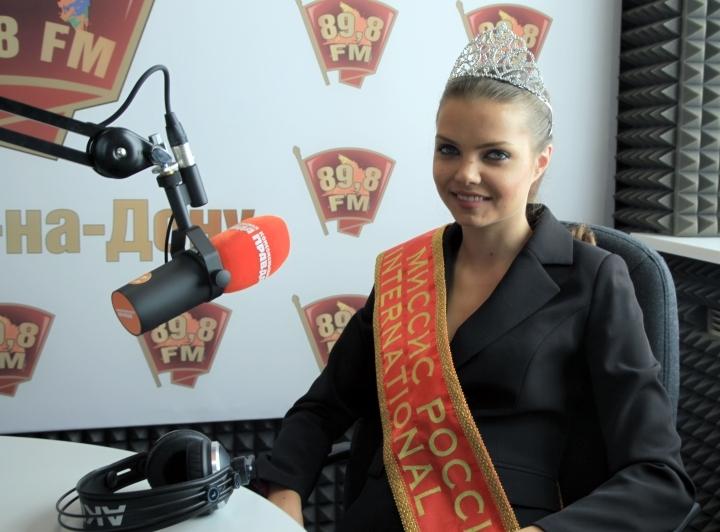 В студии радио «Комсомольская правда-Ростов» побывала одна из обладательниц главной короны «Миссис Россия International-2016» Нунэ Кобяцкая.