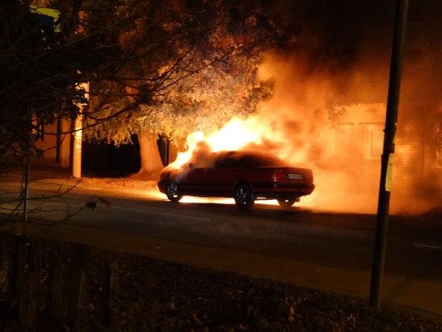 ВВоронеже огонь уничтожил моторный отсек автомобиля «Audi»