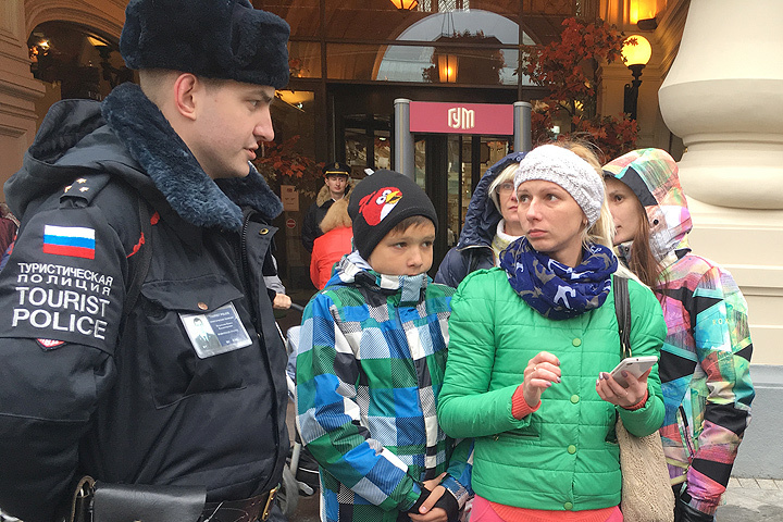 Чаще всего к туристическим полицейским за помощью обращаются иностранные граждане.