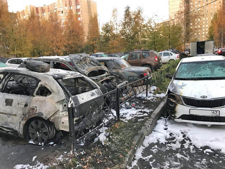"""В одной из машин был газовый баллон, что чуть не взорвался. Фото: Артем Корман, """"ДТП и ЧП Санкт-Петербург""""."""