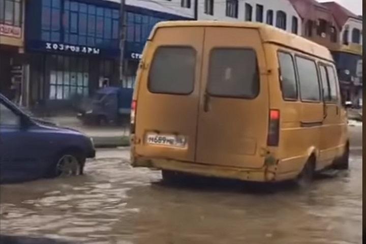 МЧС предупреждает обугрозе подтопления жилых домов вМахачкале из-за дождей