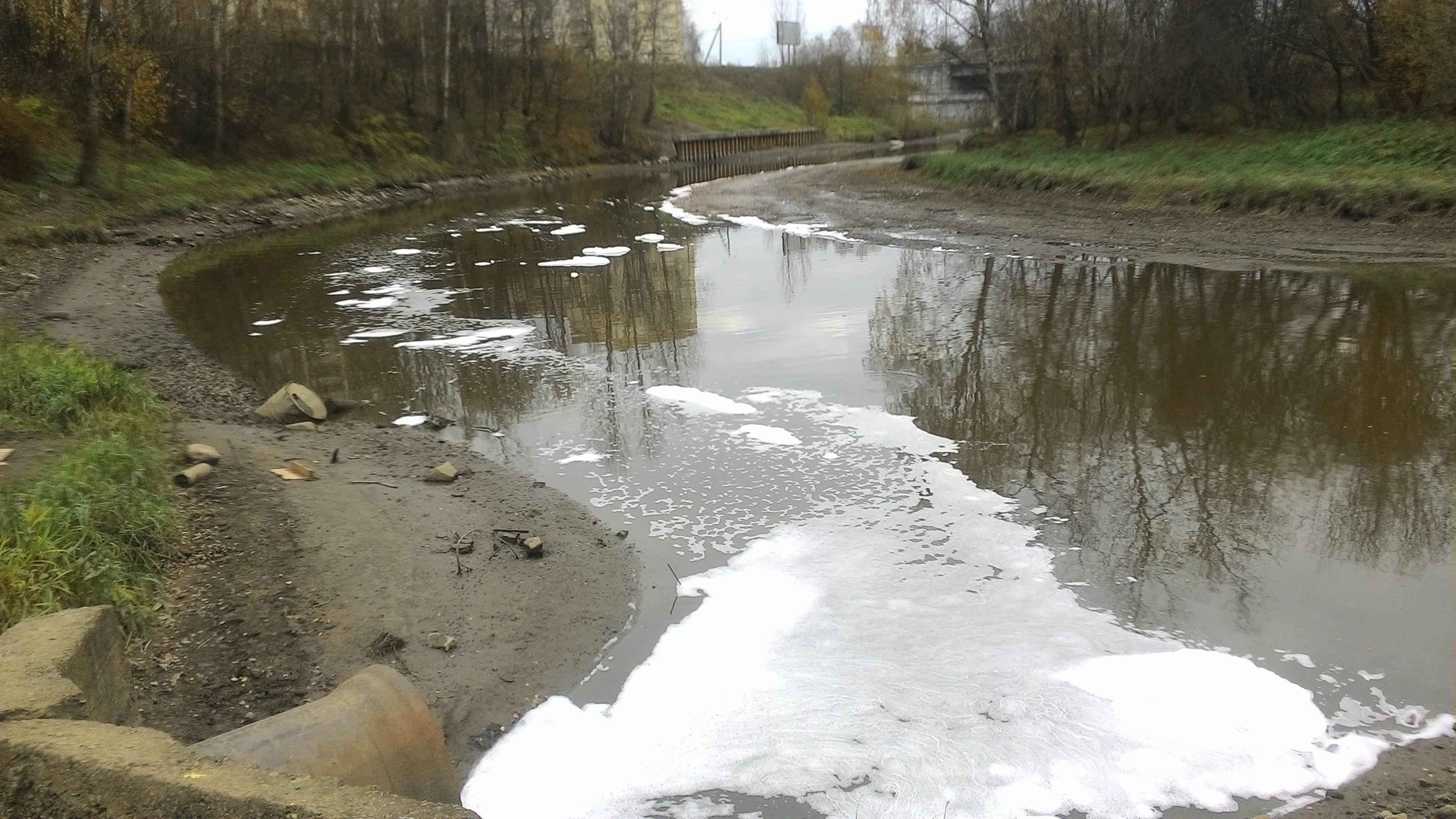 Вреку Славянку спустили мыльную воду