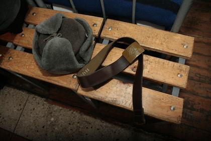 Красноярский гарнизонный суд запесню после отбоя отправил нагауптвахту двоих «дедов»