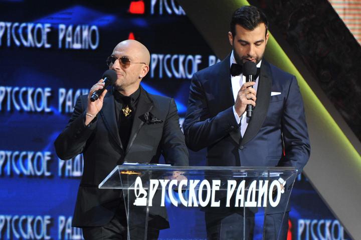 На этот раз, впервые в истории церемонии, «Русское Радио» до последней минуты будет сохранять интригу, кому достанутся драгоценные статуэтки