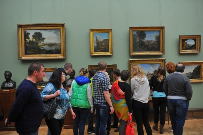 Несколько картин, находившихся вхранилище художественного музея, пострадали из-за порыва трубы отопления