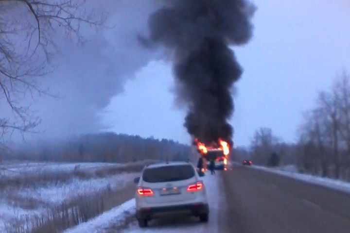 Стала известна причина возгорания автобуса натрассе вБашкирии