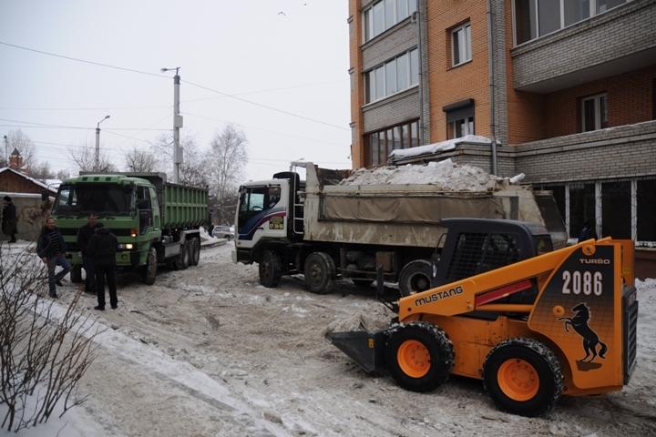 Подрядчик отчитался овывезенных сулиц завыходные 5000 тоннах снега