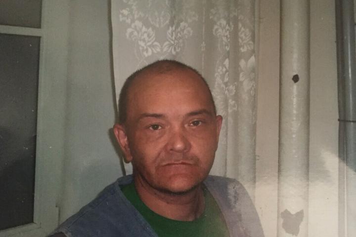 Психически больной мужчина убежал отфельдшеров вИркутске