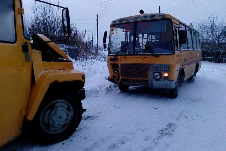 ВКаменском районе столкнулись два школьных автобуса, есть пострадавшие