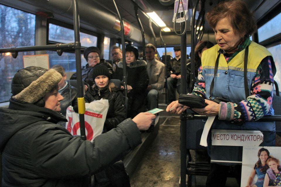 Автолюбителям могут разрешить бесплатно ездить вобщественном транспорте вснегопады