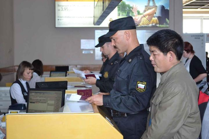 Всамом начале года приставы выдворили изИркутской области 463 незаконных мигранта