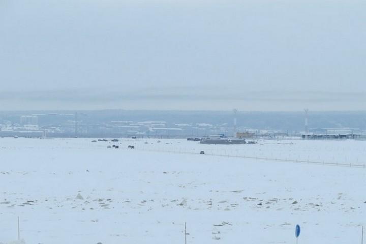 Салехардец провалился под лед наснегоходе и умер