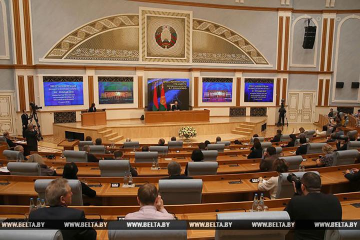 Лукашенко: «У малыша нет странички в интернете – я ему запрещаю». Фото: БелТА.