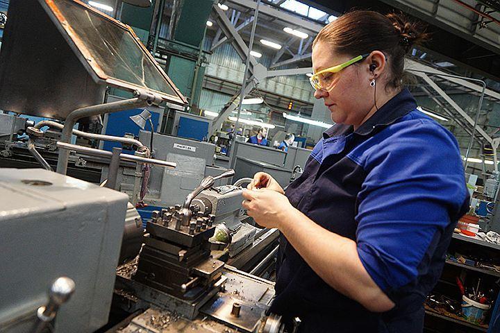 Промышленное производство, напрямую влияющее на ВВП, в октябре оказалось выше всяких похвал. Рост за месяц - на 5,8%