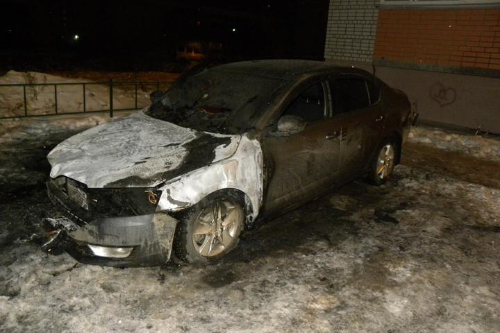 ВВологде неизвестные сожгли машину участкового