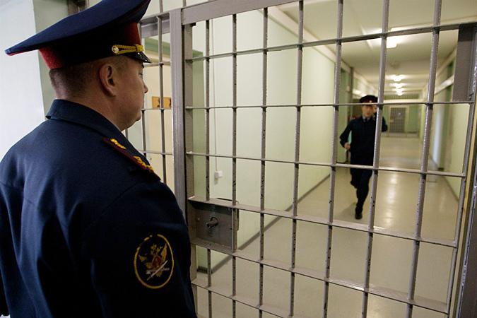 Нужно ли отпускать заключенных из тюрем по болезни?