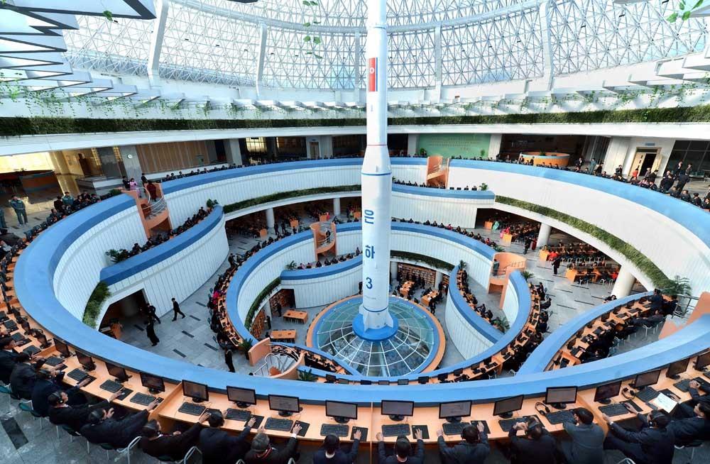 В КНДР уверены: только последовательная политика с приоритетом на науку и технику, проводимая правящей партией и лидером государства, способна осуществить задуманное - сделать весь народ научно-техническими кадрами.
