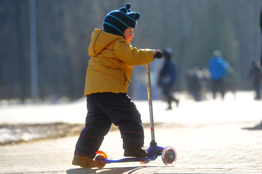 В такую погоду можно вдоволь погулять с детьми!