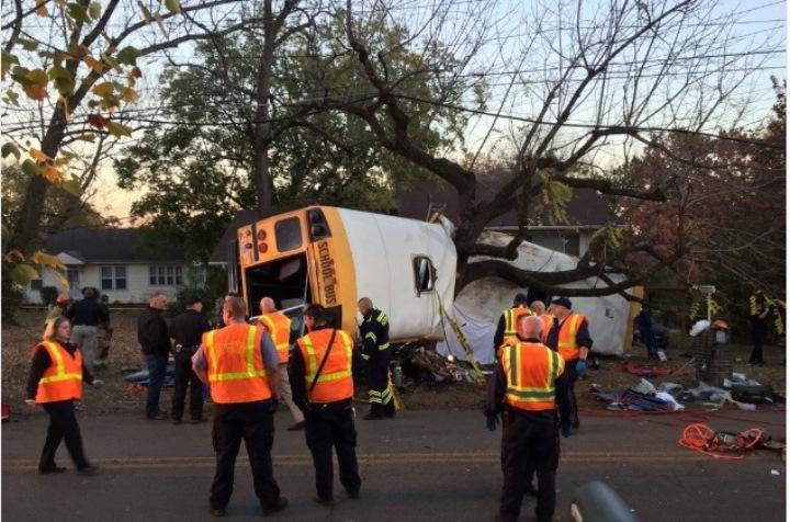 В автобусе находились 35 учеников начальной школы