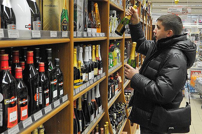 Литр водки стоит в среднем 493 рубля