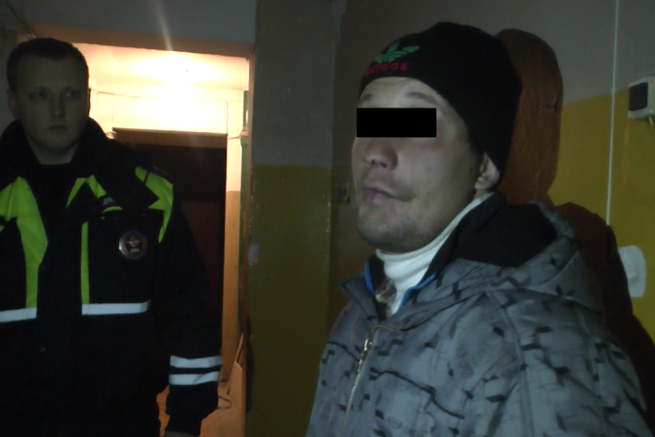 Задержанный уверяет, что он просто пришел в гости к своей девушке.