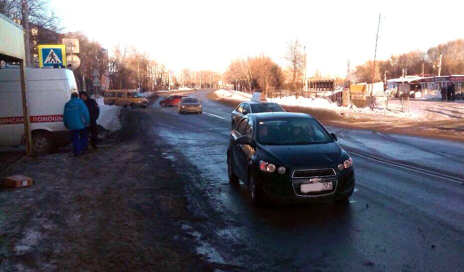 Девушка на«Шевроле Авео» сбила 2-х старшеклассниц вКурчатовском районе