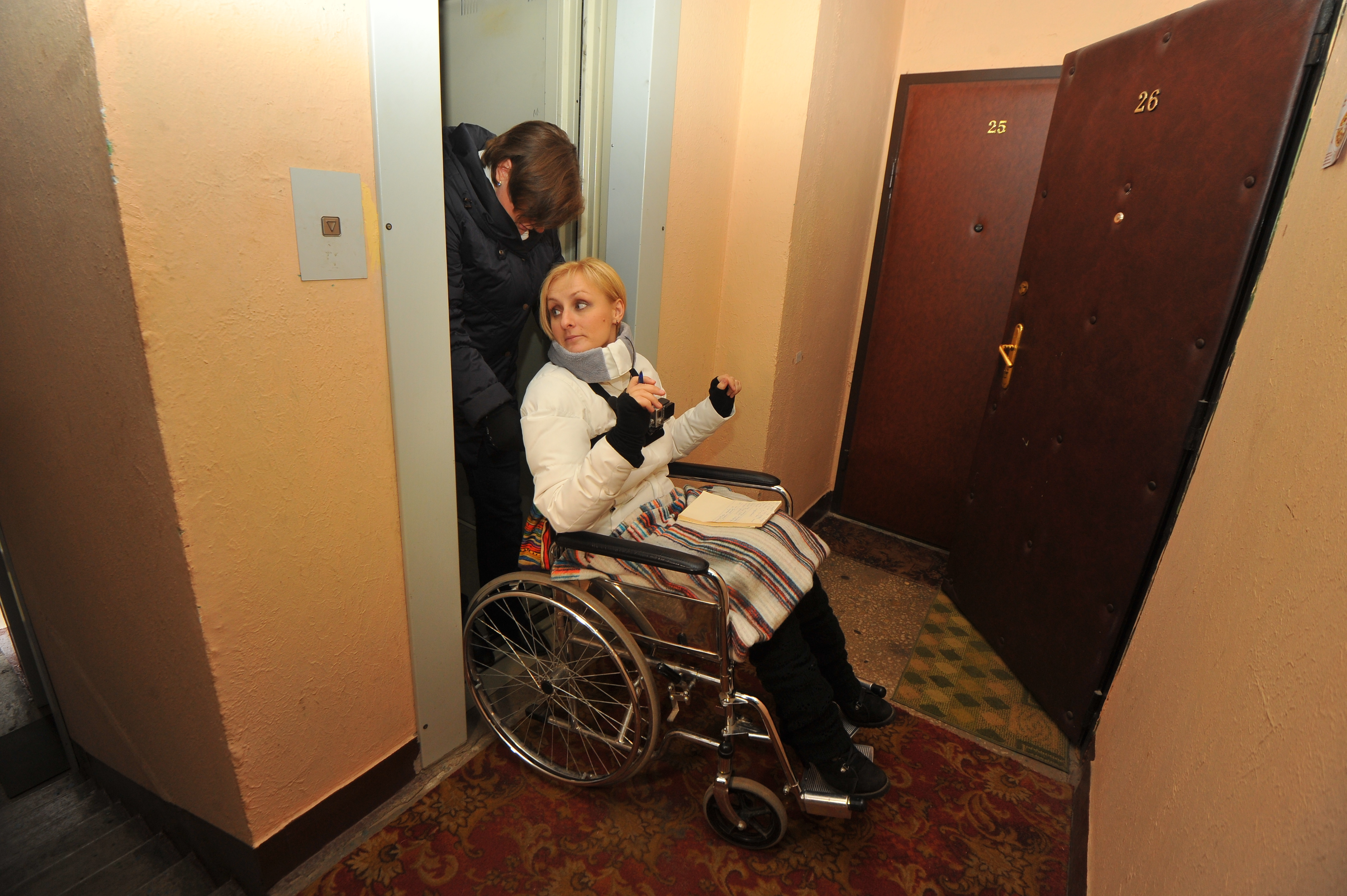Инвалидам I и II групп, живущим выше 1-го этажа, тоже полагается данная мера поддержки.