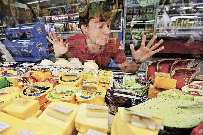 Россияне всё меньше и меньше могут себе позволить из-за роста цен на продукты. И это их волнует больше, чем операция в Сирии или ситуация на Украине.