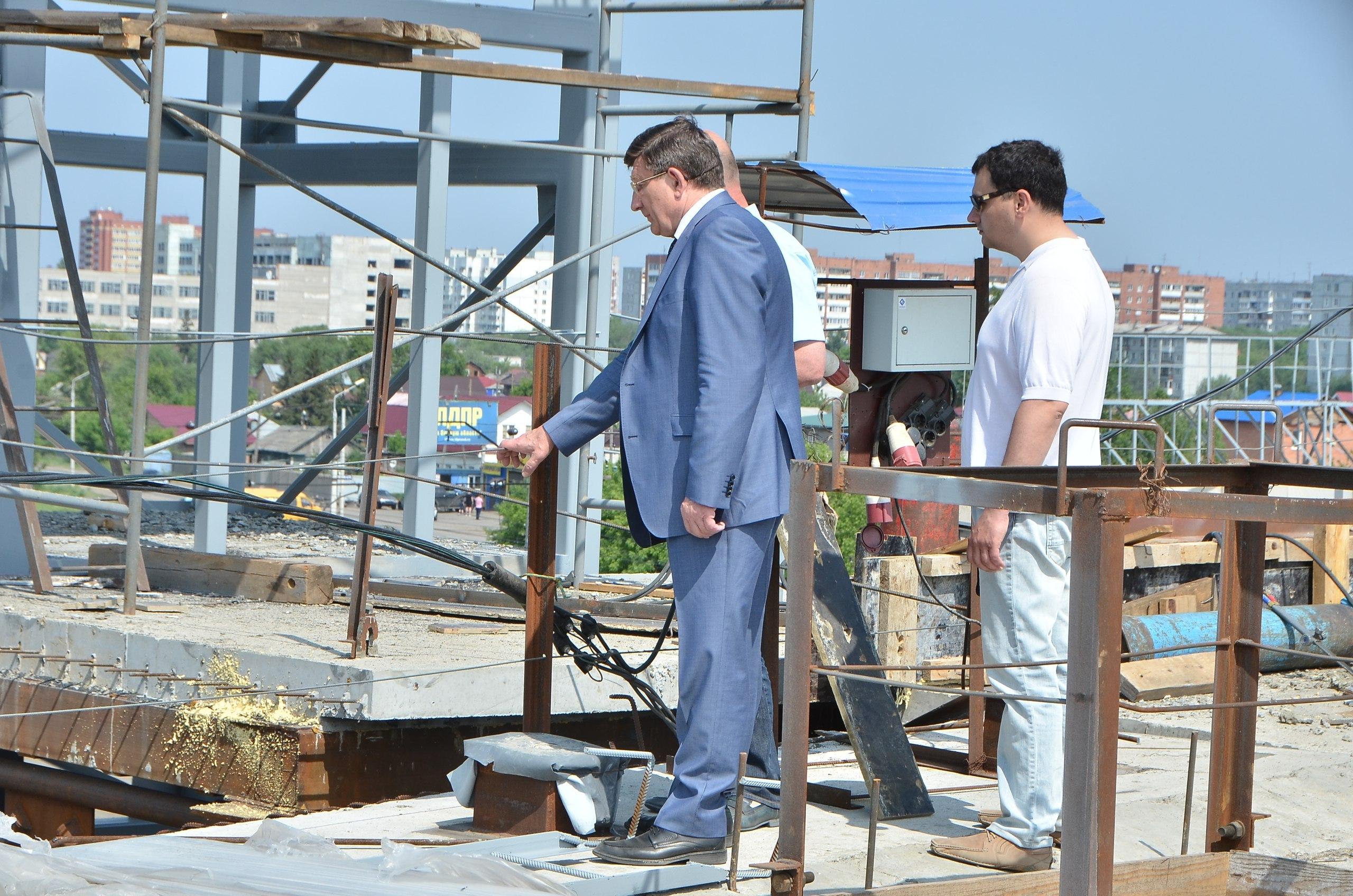Глава города лично контролирует строительство всех крупнейших объектов.