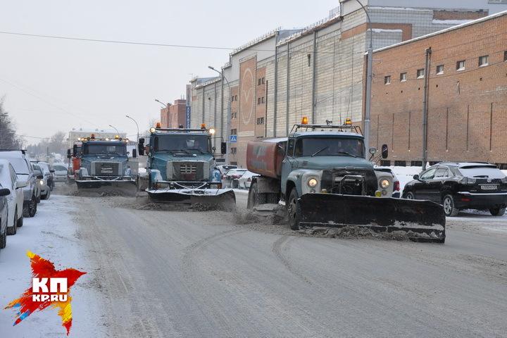 В среду снег вывезут с улицы Большевистской и Октябрьской магистрали.