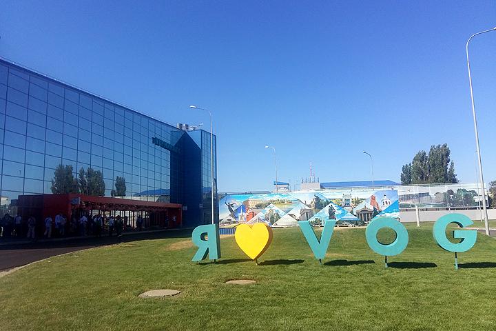 """На этом фото аэропорт солнечный и позитивный. Будет ли он внушать такой же оптимизм, став """"Сталинградом""""?"""