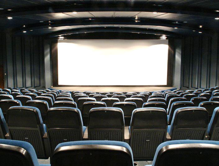 Жители Омской области будут смотреть кино в обновленных залах