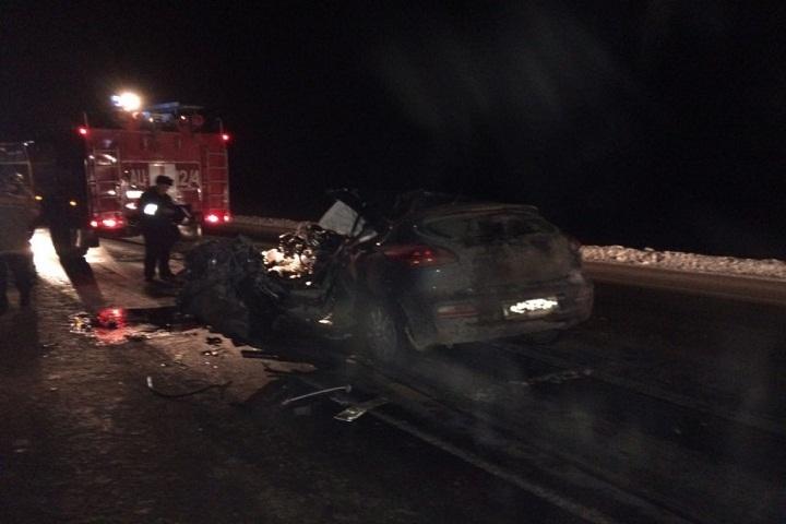 Два человека погибли вДТП с грузовым автомобилем наТюменской трассе