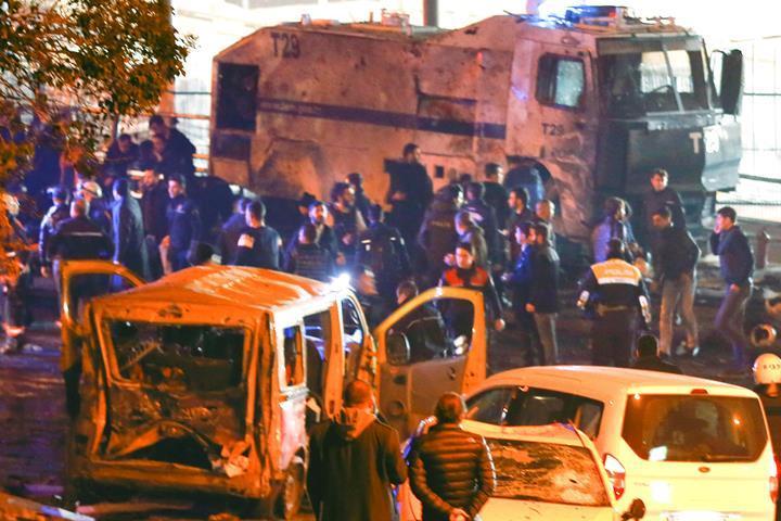 Около стадиона «Бешикташа» прогремели два взрыва поокончании игры с«Бурсаспором»