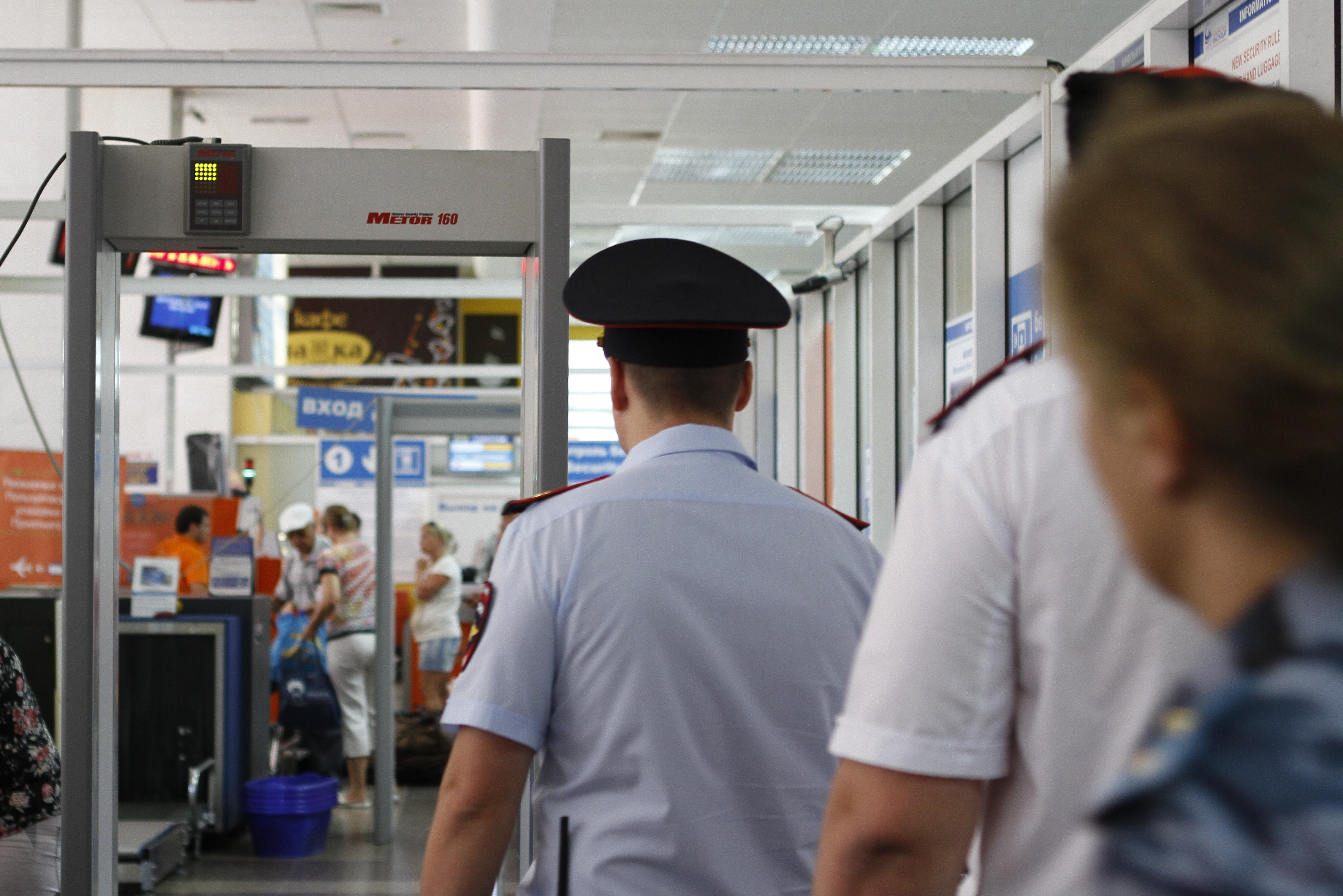 Ваэропорту Сочи срейса на столицу сняли дебошира