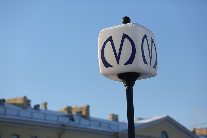 Станцию метро «Девяткино» вПетербурге закрыли из-за бесхозного предмета