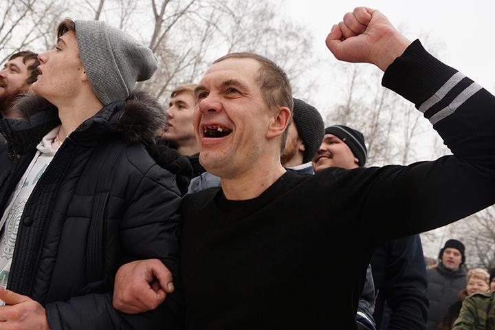 ВЧереповце компания молодежи ограбила 88-летнего пенсионера