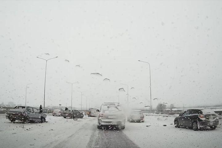 9 авто столкнулись вмассовом ДТП вПермском районе
