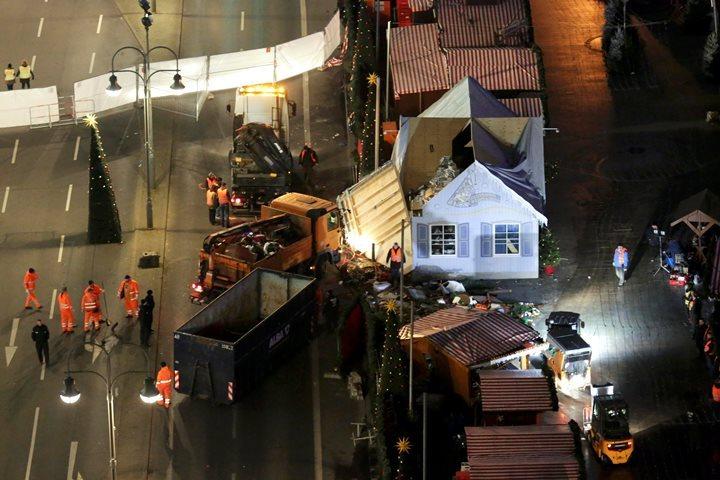 Рождественская ярмарка вБерлине открылась для после теракта