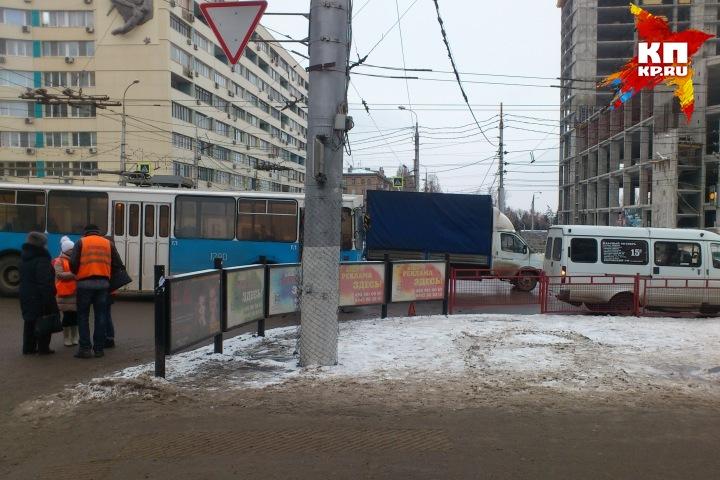 Вцентре Волгограда маршрутка врезалась втроллейбус