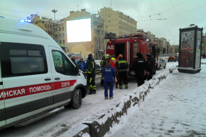 ВСанкт-Петербурге изОбводного канала доставали мужчину