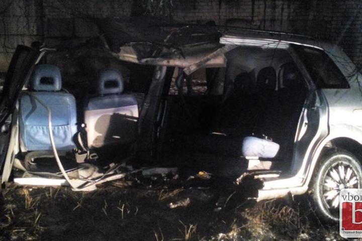 ВБорисове автомобиль Мазда Premacy разорвало надве части