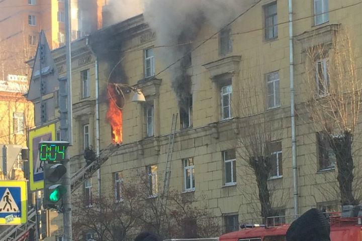 НаСедова гасят пожар втрёхкомнатной квартире дома
