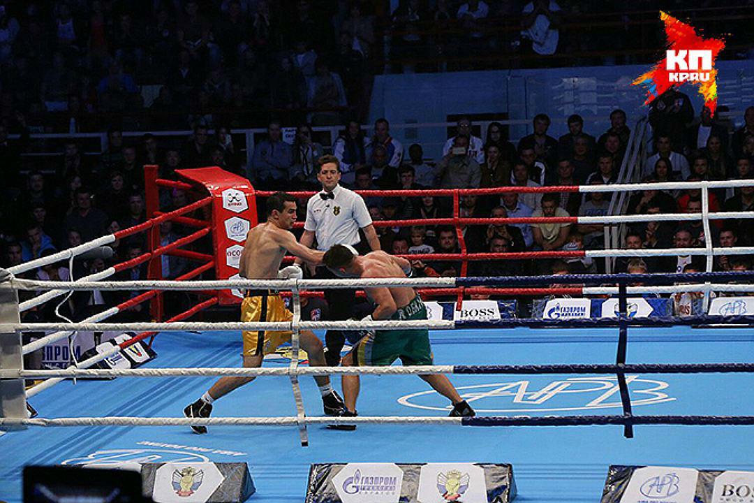 Боксер Артем Чеботарев одержал победу 1-ый бой напрофессиональном ринге