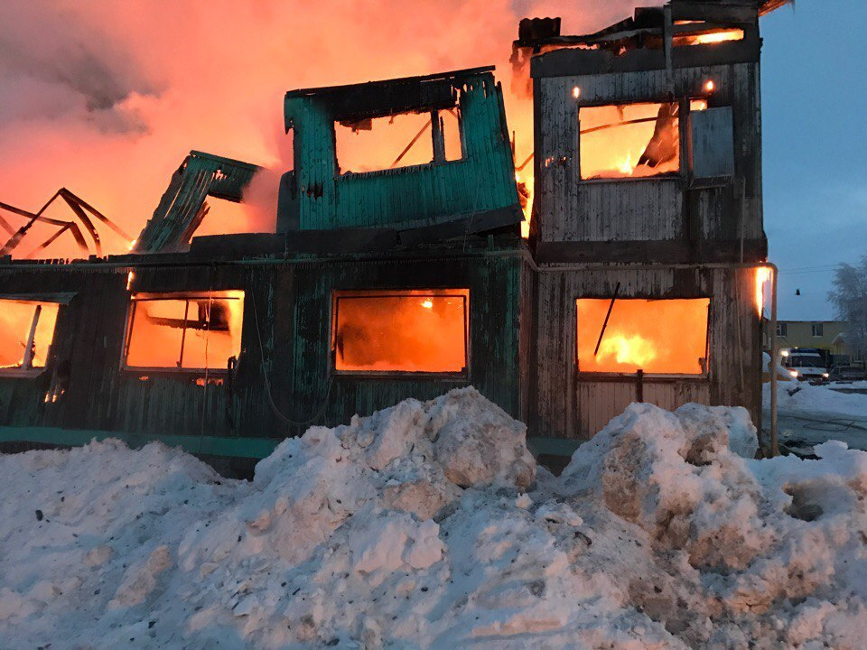 Десятки людей впоселке Пангоды остались без крова после ночного пожара
