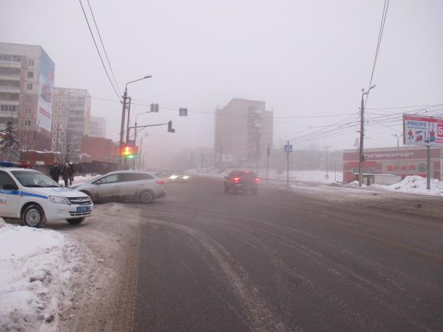 ВТуле наулице Металлургов столкнулись «Форд» и«Рено»