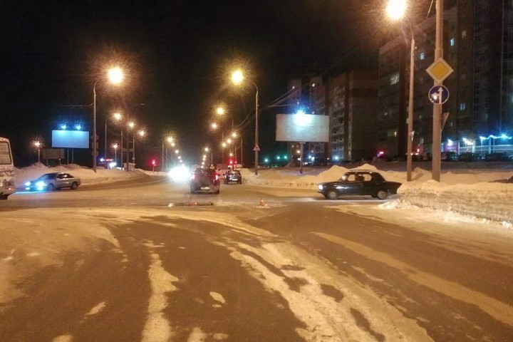 В Томске на улице Энтузиастов произошло ДТП. Фото: пресс-служба ГИБДД по Томской области