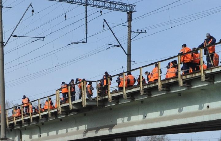 ВЧувашии при реконструкции моста рабочий упал свысоты 11 метров