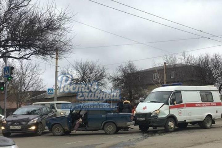 Управление здравоохранения Ростова прокомментировало ДТП сучастием скорой