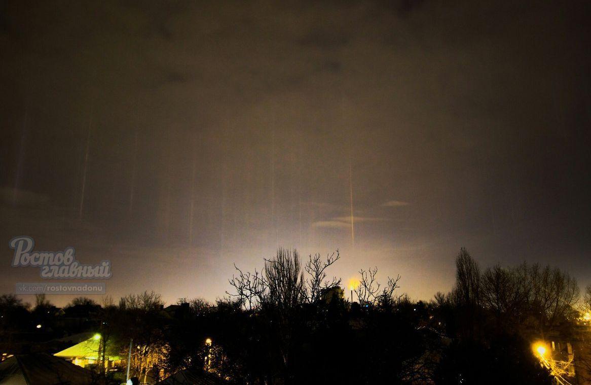 Ростовчан поразили световые столбы внебе